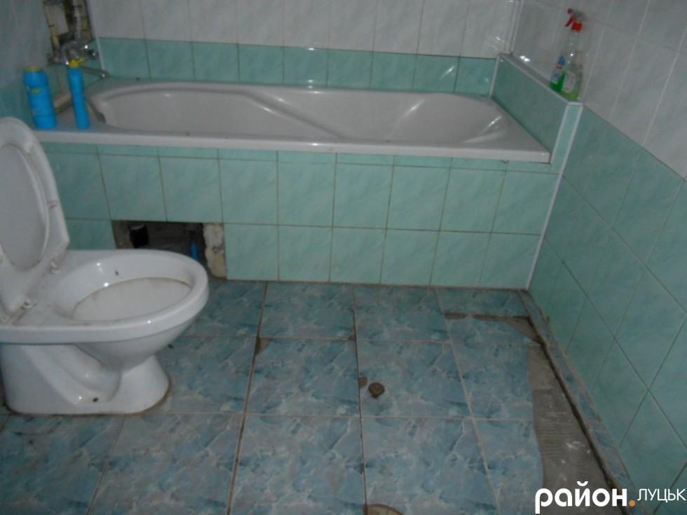 Ванна кімната, яку планують переобладнати на навчальну