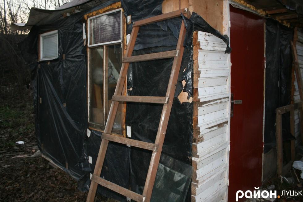 Саморобна хатина луцького Робінзона
