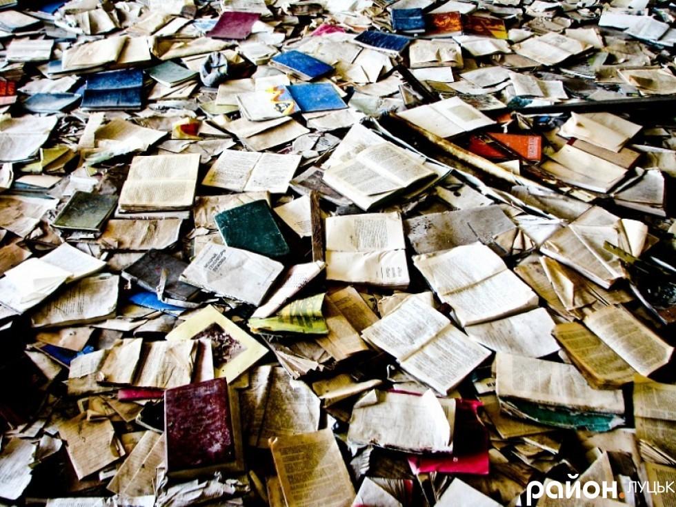 Бібліотечні фонди тепер розкидані по підлозі