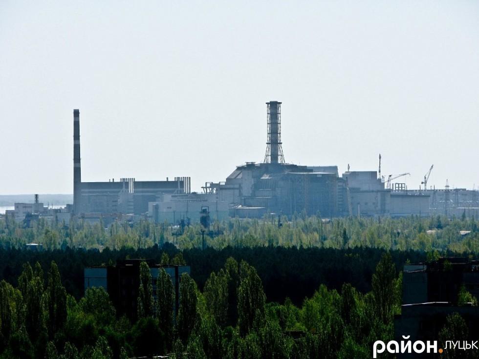 Чорнобильська АЕС. Вигляд з даху 16-поверхівки. 2011 рік