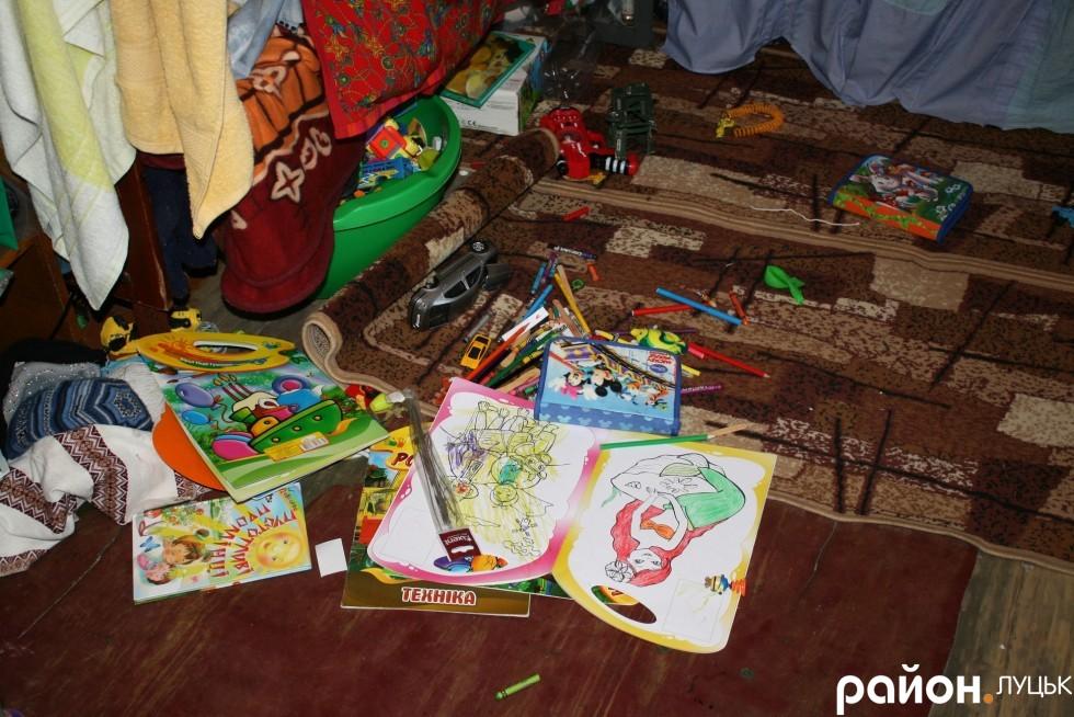 Дитячий куточок у кімнаті гуртожитку
