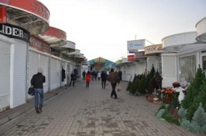 Ринок «Скорпіон-сервісу» між «Ювантом» і Завокзальним ринком. Фото: «Четверта влада»