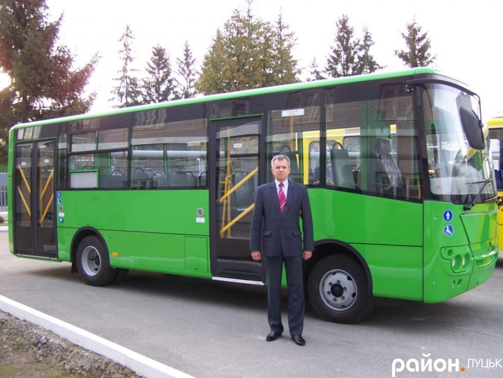З 25 липня 2014 року завод очолює Микола Михайлович Джула