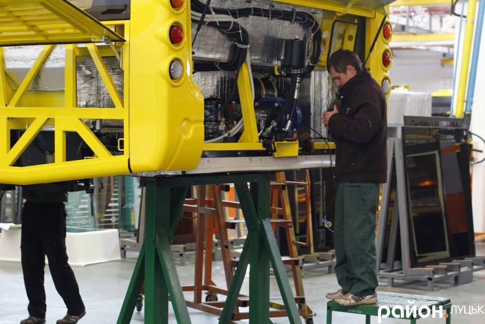На підприємстві працює близько 700 працівників