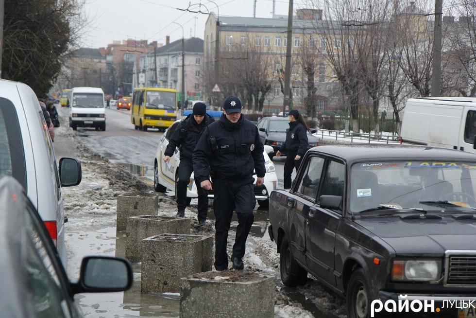 Патрульні поліцейські розпочинають своє чергування