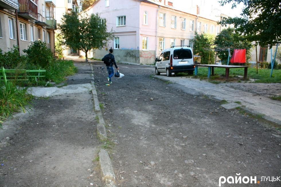Двір на вулиці Степана Бандери планують відремонтувати цьогоріч