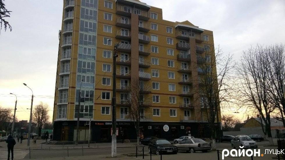 У житловому комплексі Небос Хіл на вулиці Ковельській фактично відсутні паркомісця