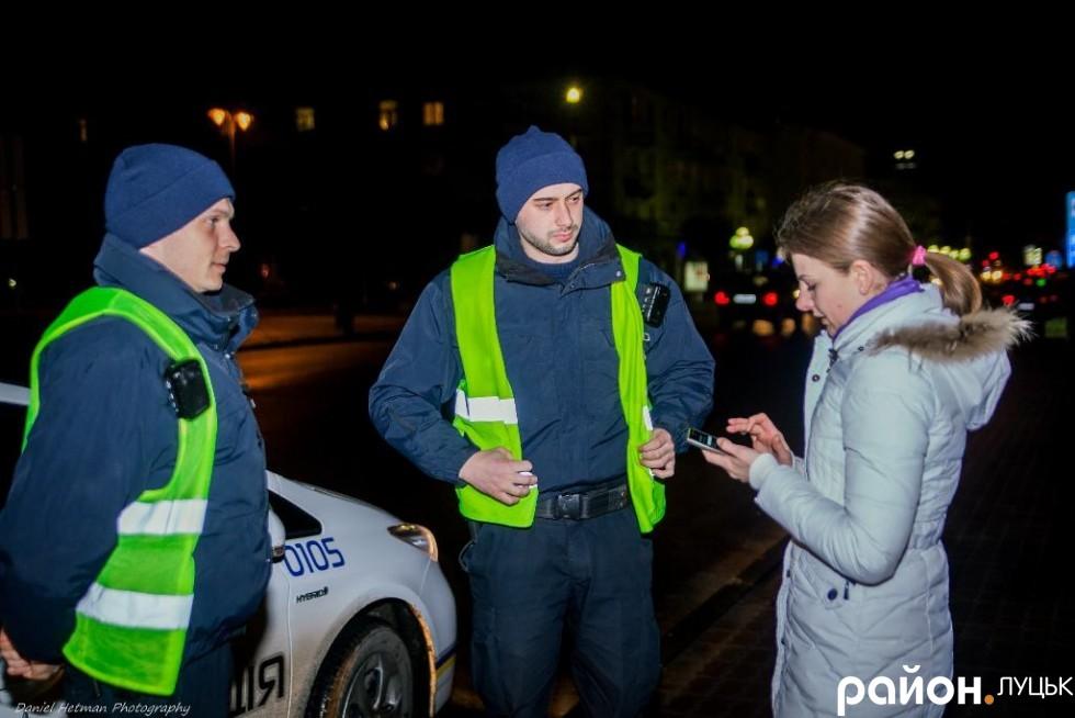 Нашими провідниками нічним Луцьком став 105 екіпаж у складі Віталія Грицишина (справа) та Сергія Прокопенка (зліва).