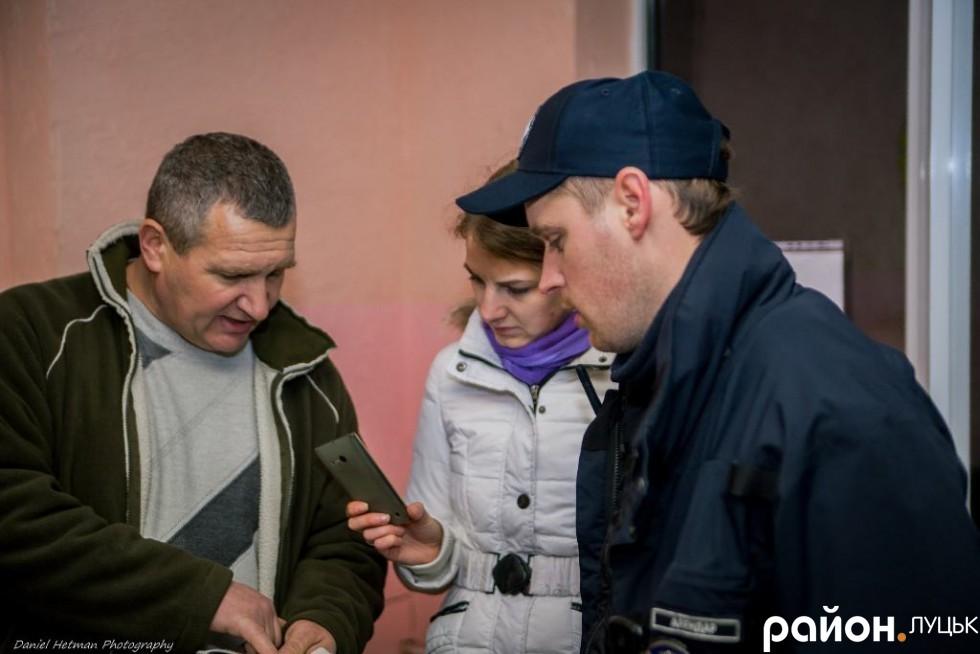 Федір Сурулевич пояснює свою точку зору, патрульний з ним не погоджується.