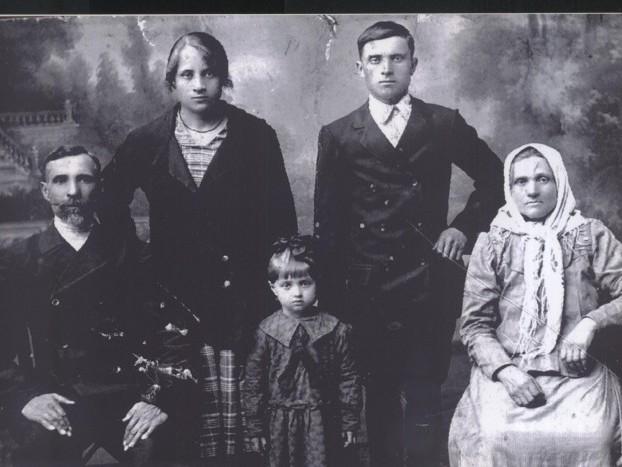 У величезному сімейному альбомі Шелкових світлини збирали понад століття