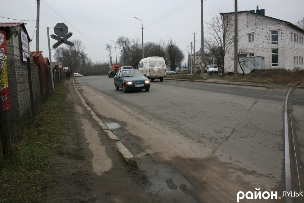По такому тротуару на Карпенка-Карого вдасться пройти не кожному