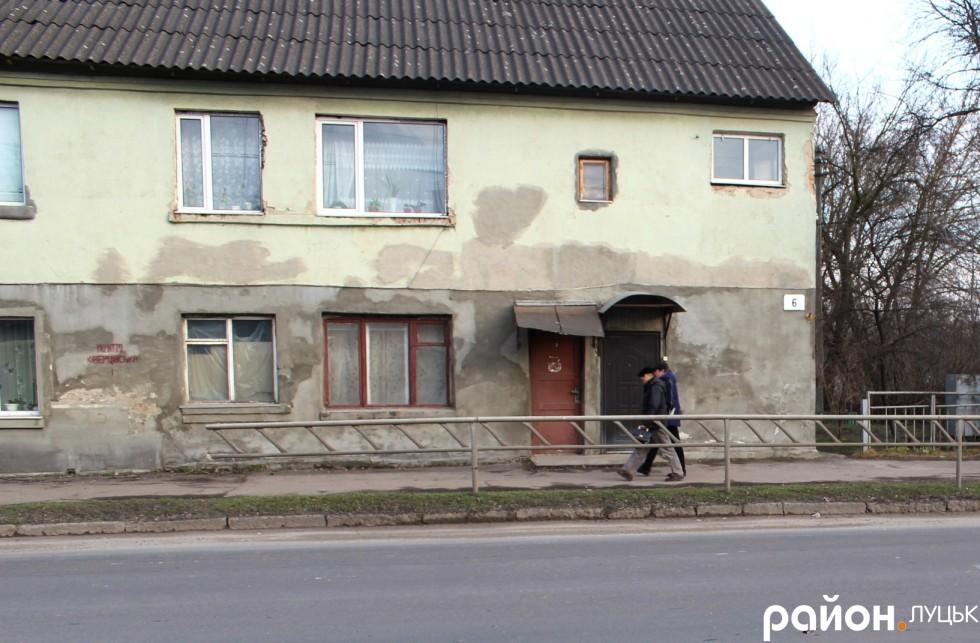 Будинок, який близько шести разів потерпав від ударів автівок