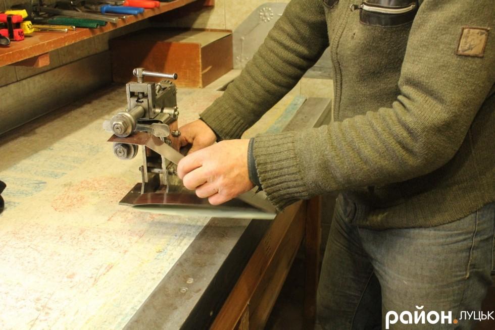 Такий прилад допомагає зробити сталь рельєфною