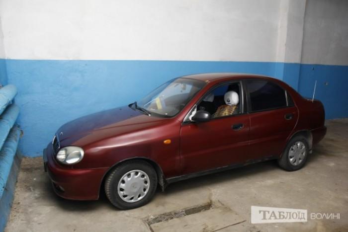 «Найстарше» авто господарства – червоний DaeWoo Lanos 1998 року «народження».