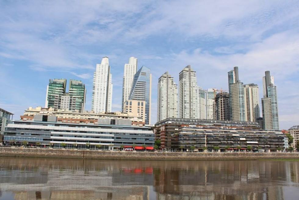 Архітектура Буенос-Айреса доволі різноманітна: можна побачити як і сучасні хмарочоси...
