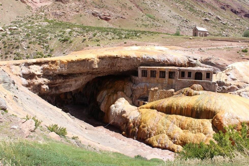 Міст інків — міст природного походження знаходиться на річці Мендоса. Висота 1719 м.