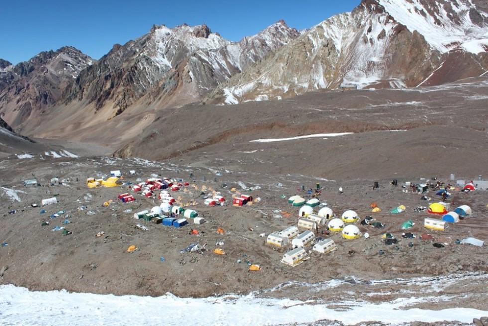 Базовий табір Пласа-де-Мулас на горі Аконкагуа, висота 4 300 м