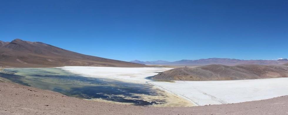 Лагуна Роса біля найвищого вулкану світу, висота 3 800 м