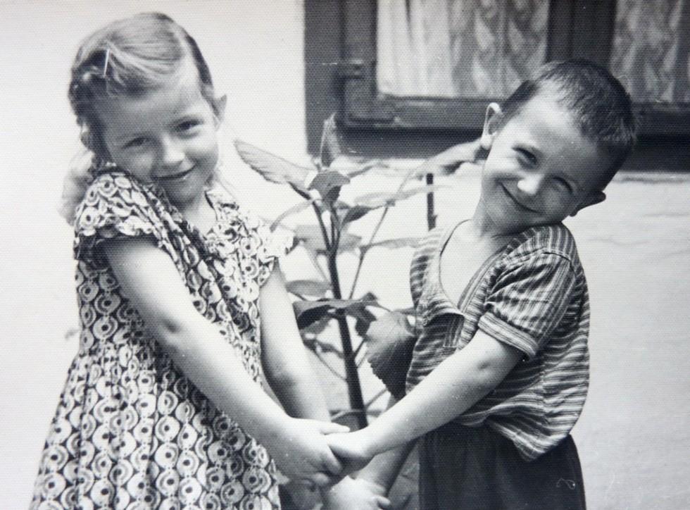 Олександр Мірецький зі своєю двоюрідною сестрою Тетяною