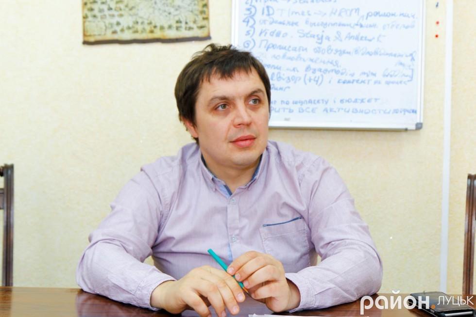 Засновник компанії «InternetDevels» Віктор Левандовський стверджує, що, працюючи у сфері ІТ, у 20 років можна заробляти близько тисячі доларів США