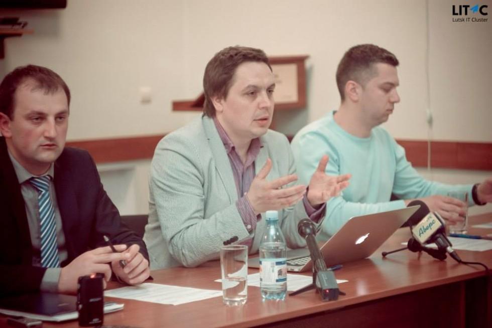 Віктор Левандовський розповідає про стан ІТ-освіти у Луцьку. 28 квітня 2015 рік. Фото Луцького ІТ-кластеру
