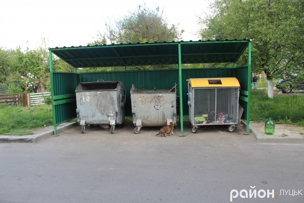 Роздільні смітники поставили у всіх дворах на ДПЗ