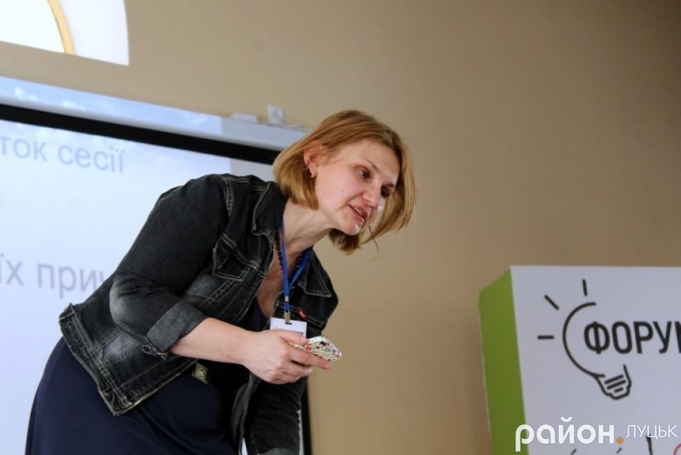 Олена Швець - ведуча форуму та представниця «Всеукраїнської громадянської платформи «Нова країна»