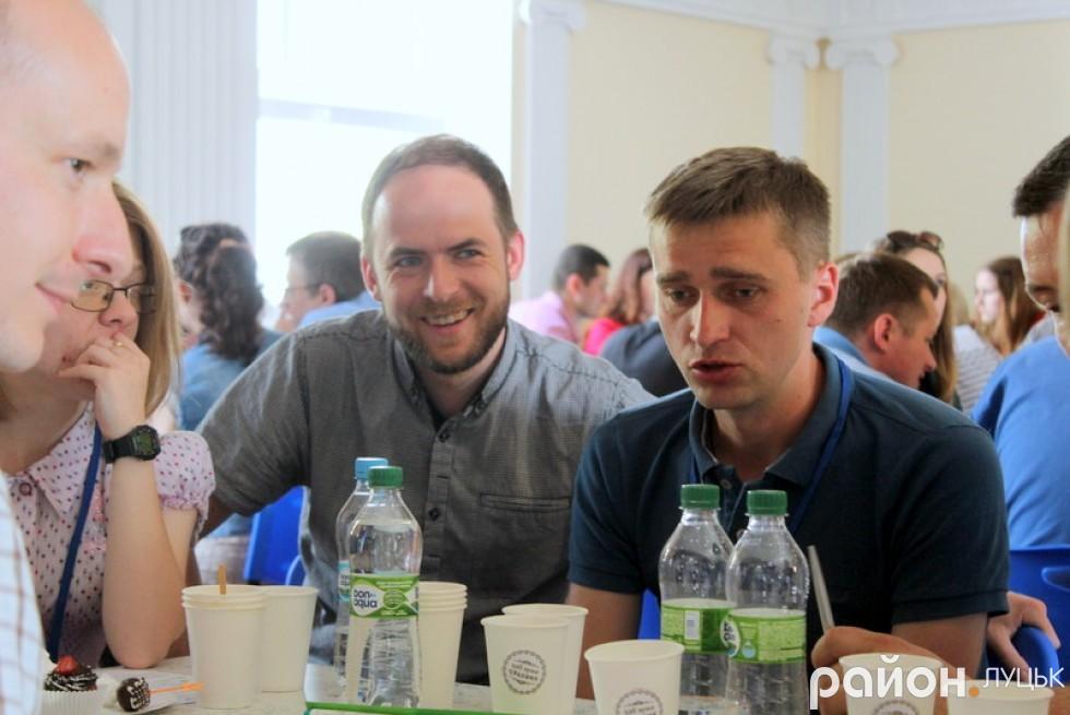Депутатів міськради неабияк зацікавила тема форуму: Богдан Вавринюк (справа) також долучився до обговорення