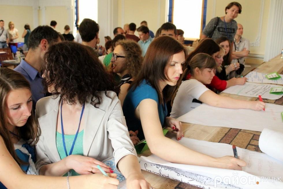 Учасники Форуму розвитку міста по його завершенню активно записувалися у робочі групи за тематиками
