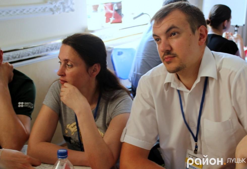 Богдана Стельмах та Богдан Климчук в процесі обговорення