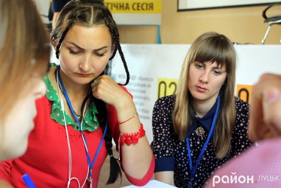 Мар'яна Сорочук записує основне про луцьку екологію