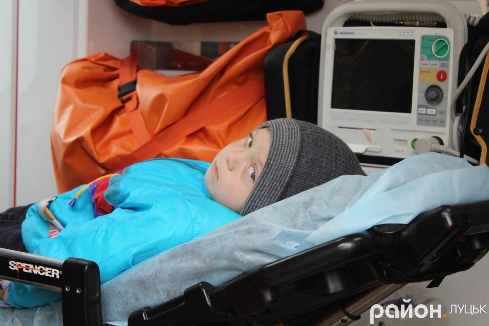 Маленького Павла везуть в Ківерцівську лікарню