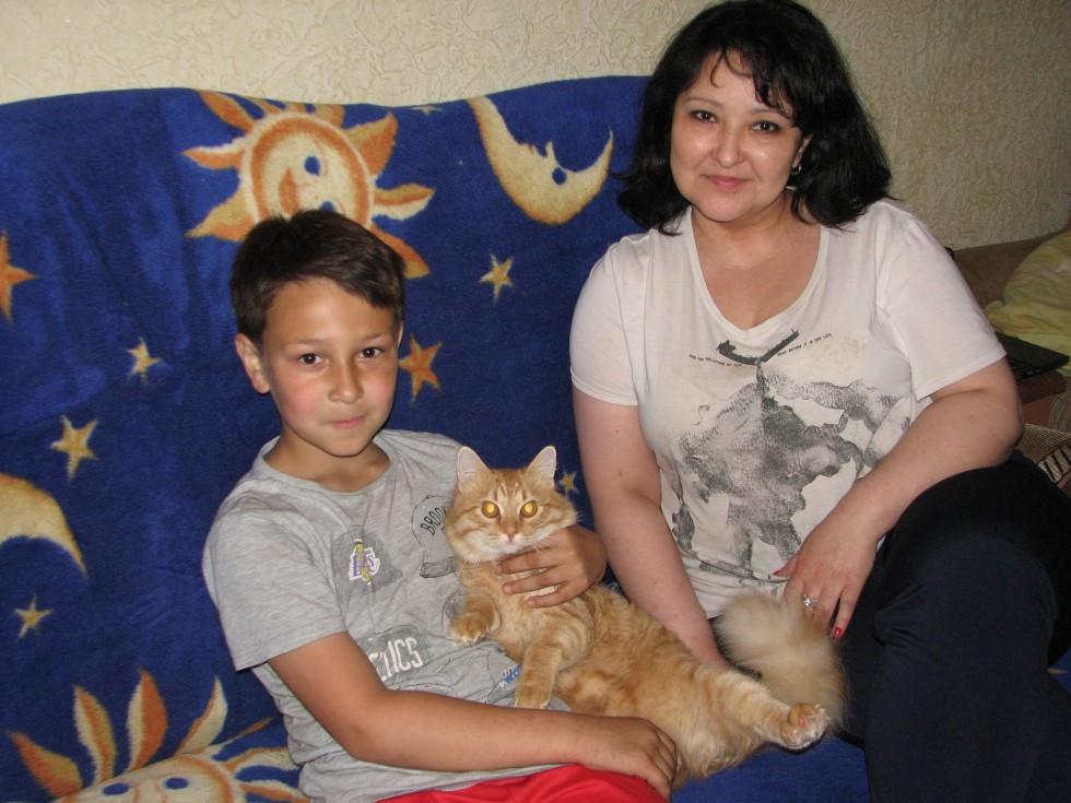 Гульнара із меншим сином