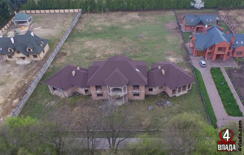 Будинок, який виріс на ділянках Василя Столяра і Володимира Бондаря