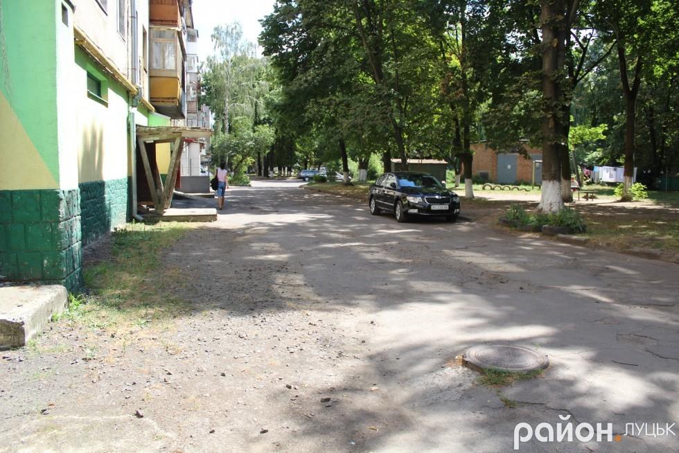 Мешканцям на Потебні, 48 обіцяли ремонт дороги і дитячого майданчика перед виборами