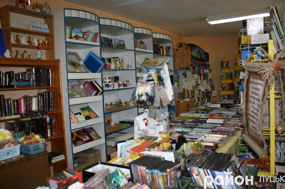Книжковий магазин при церкві