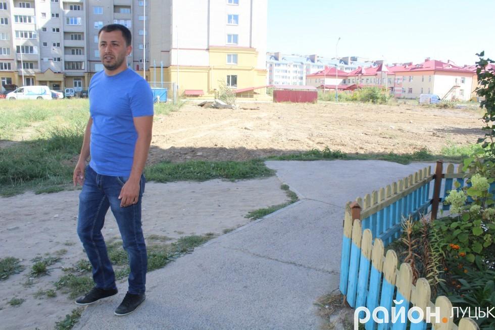 Тарас Шляхтич каже, що добре було б використати вільну ділянку для облаштування ще одного в'їзду