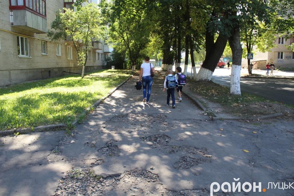 Таку дорогу щоразу доводиться долати мешканцям вулиці Ветеранів
