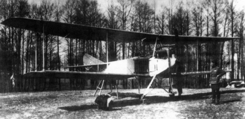 1915, Арцеулов біля Альбатроса. Ремонт