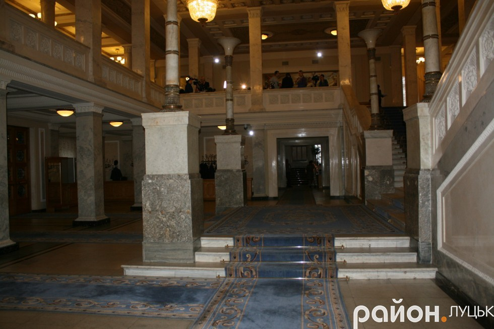 Перший поверх Верховної Ради України