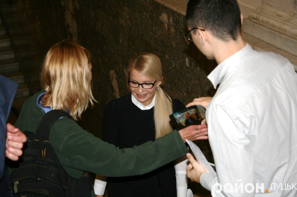 З Юлією Тимошенко вкотре просять сфотографуватися