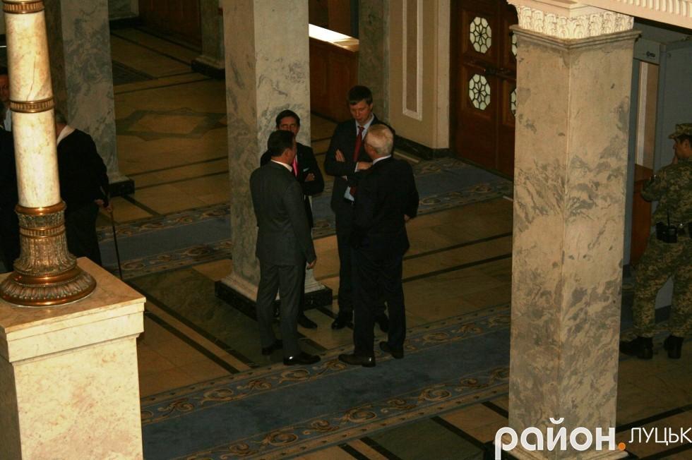 Депутати люблять поговорити з колегами