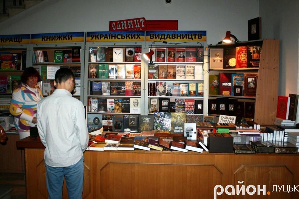 У парламентському приміщенні можна придбати книгу українських видавництв
