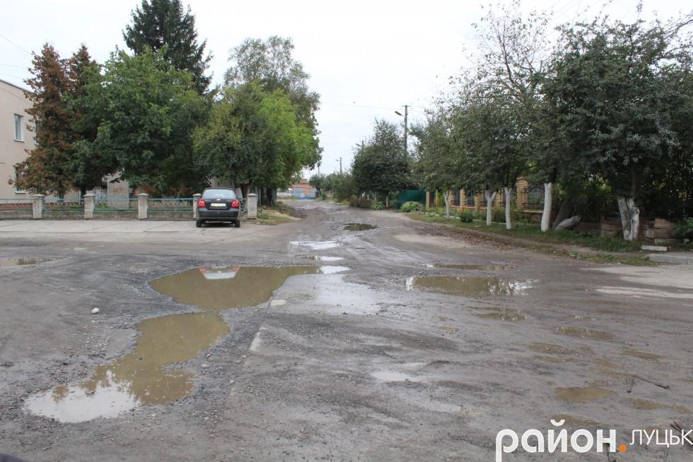 Частину вулиці Вахтангова чомусь вирішили не ремонтувати