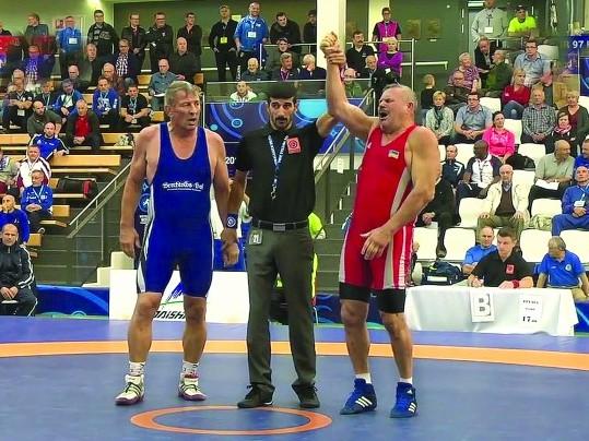В'ячеслав Шардін (крайній праворуч) став чемпіоном, незважаючи на травму плеча