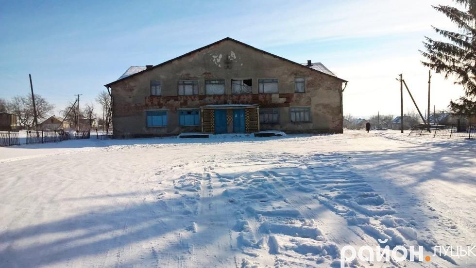 Будинок культури в Чарукові, який знаходиться в аварійному стані