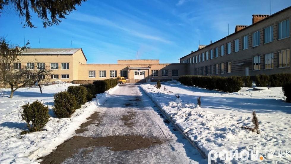 Чаруківська школа