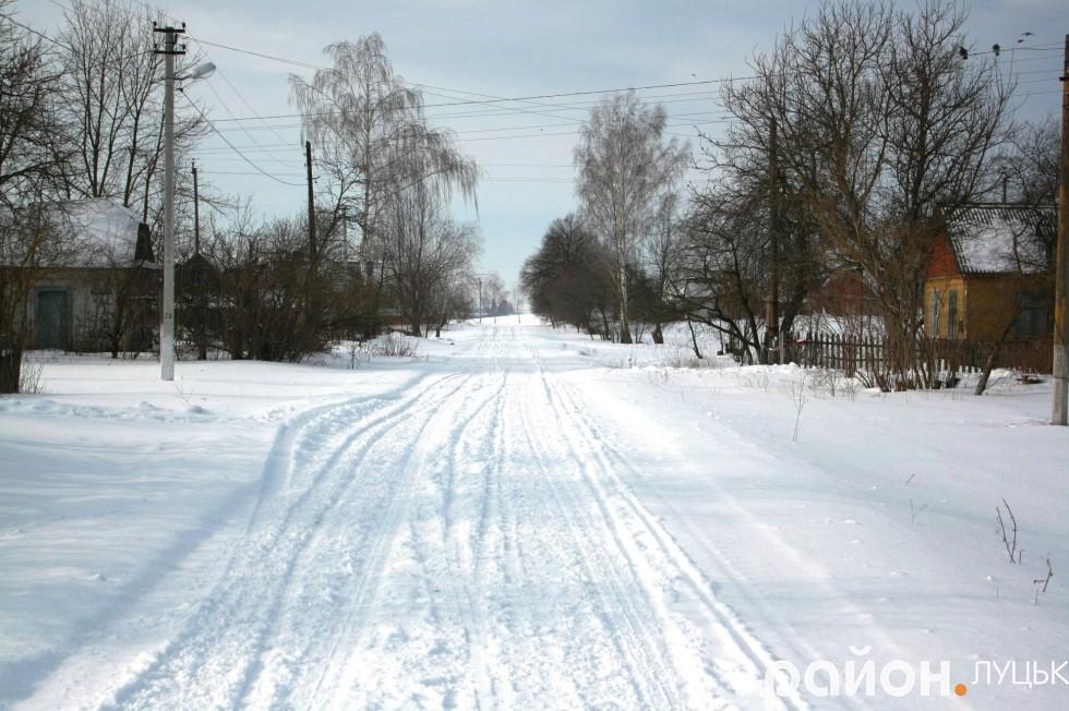 Тверде покриття в Смолигові зробили у 2010 році за власний кошт, проте дорогу не асфальтували
