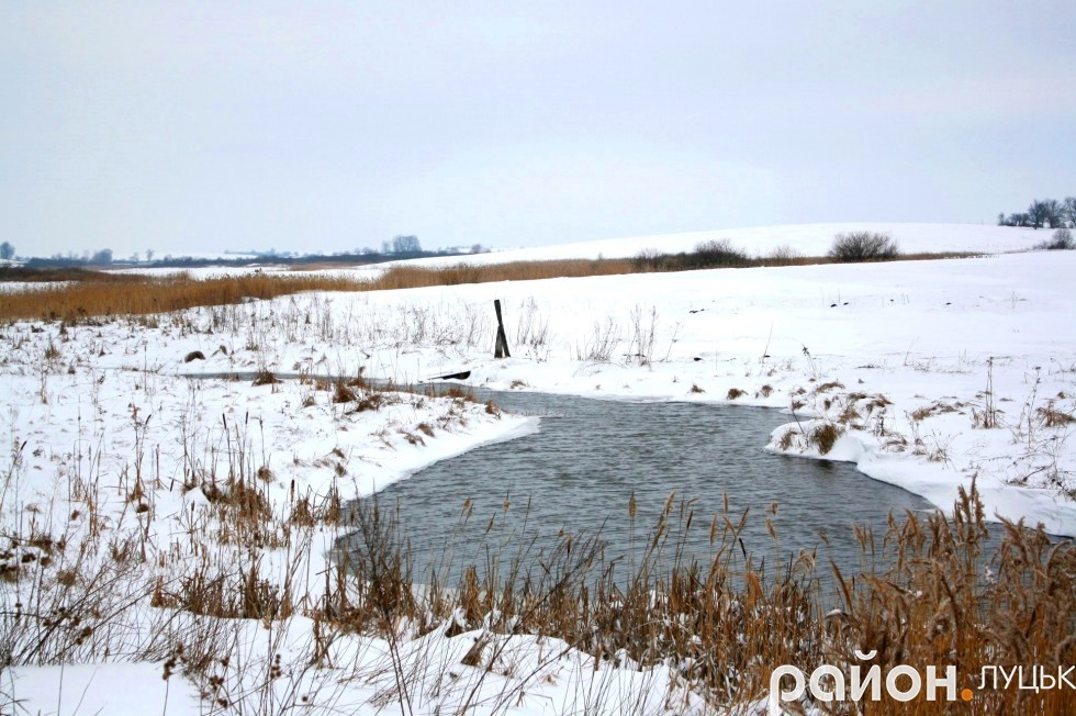На території Смолигова протікає річка Серна