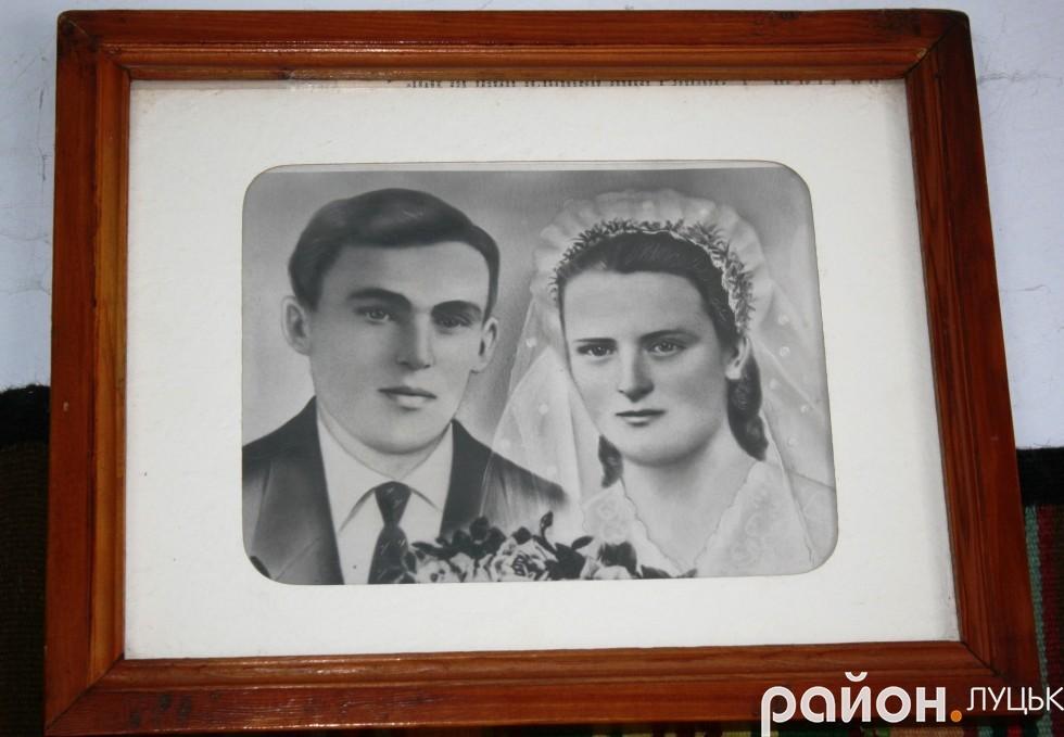Весільне фото подружжя